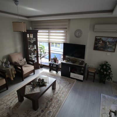 For Sale 1 Bedroom Apartment 100m to Centrum Beach